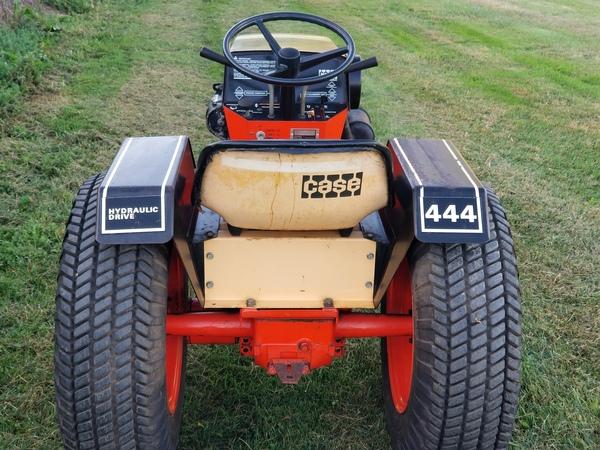 8) 1972 Case 444 Demonstrator G.T. - 9