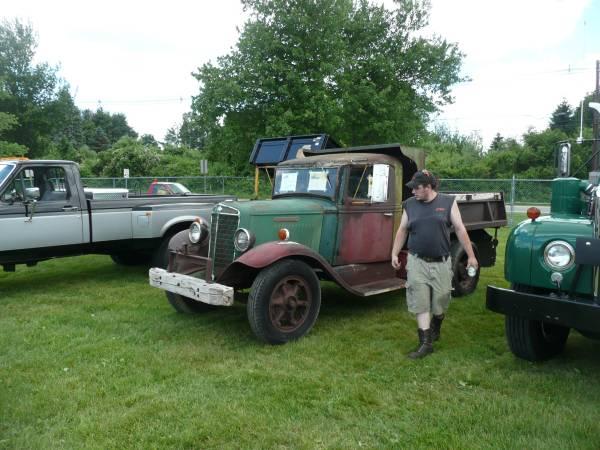 17) International C35 Dump Truck