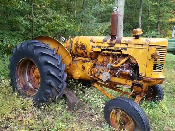 1945 M-M U Tractor Pic