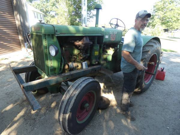 Photo of 1938 Oliver 99 Tractor