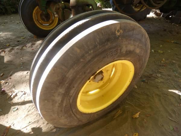 6) 1965 John Deere 3020 Tractor