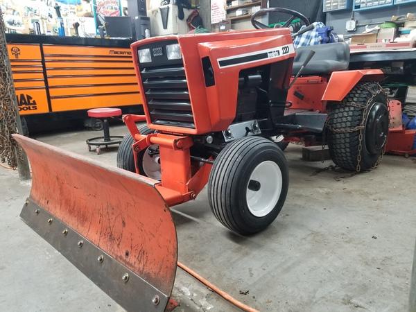 1) 220 Case Garden Tractor