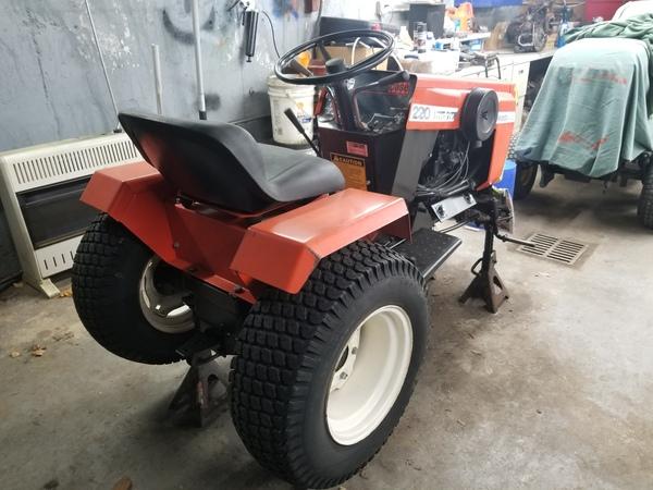 14) 220 Case Garden Tractor