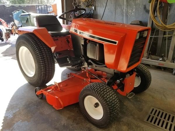 1) 446 Case Garden Tractor
