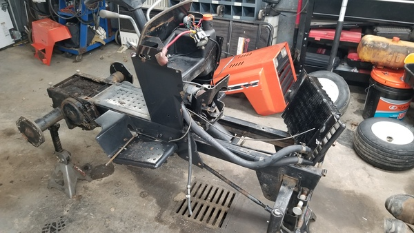 7c) 446 Case Garden Tractor Refurb 2021
