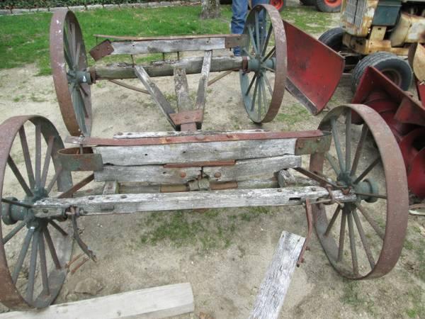 12) FM BuckBoard Wagon