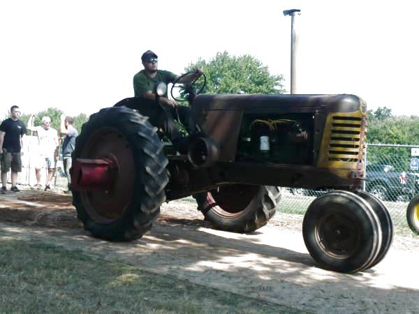 15) Oliver 77 Row Crop Tractor