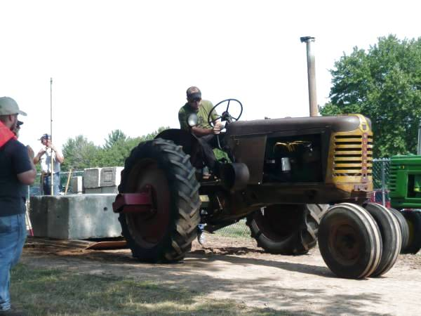 16) Oliver 77 Row Crop Tractor