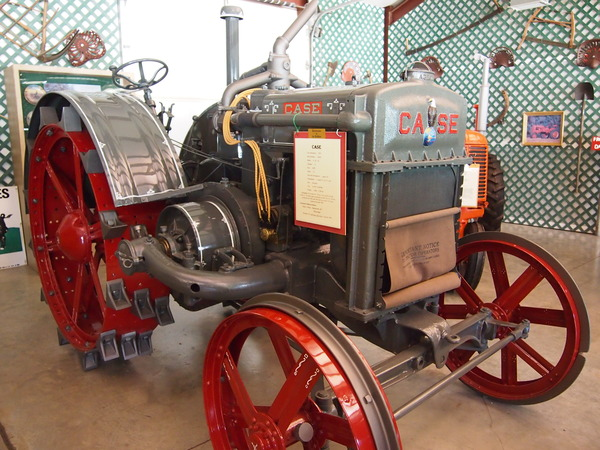 0) 1927 J.I. Case Model K 40 hp 3400 lbs New $1,090