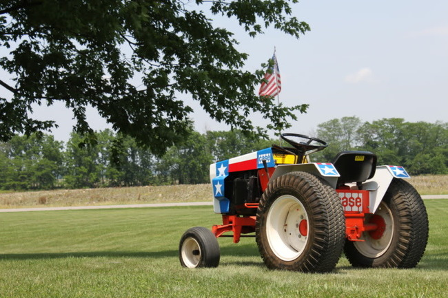 26d) Steve Guider's Spirit of '76' Case 446 Garden Tractor. Mfg by J.I. Case for Bi-Centennial parades on the 4th of July 1976