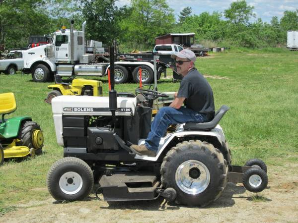 Guy On Tractor : The tractor guys pull n